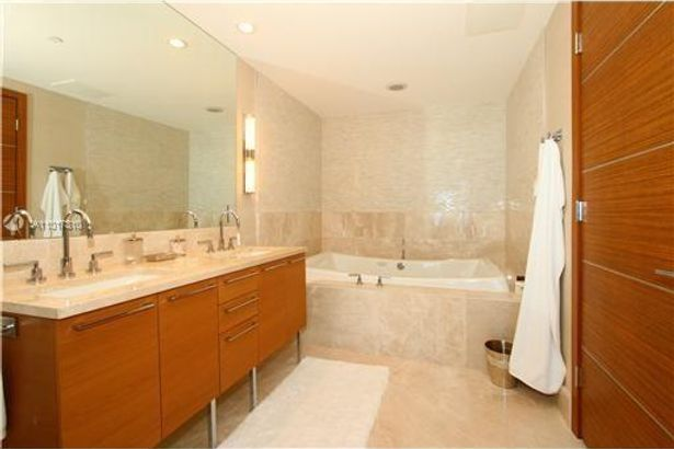 17001 Collins Ave #3708