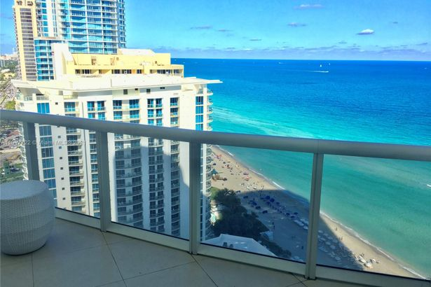 17201 Collins Ave #2907