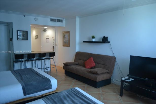 5445 Collins Ave #1714