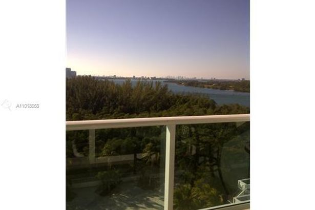 100 Bayview Dr #1025