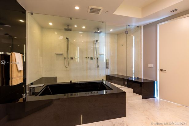 18555 Collins Ave #3003
