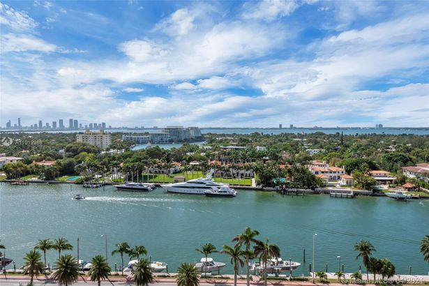 4779 Collins Ave #1407