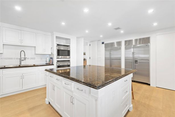 7954 Fisher Island Dr #7954