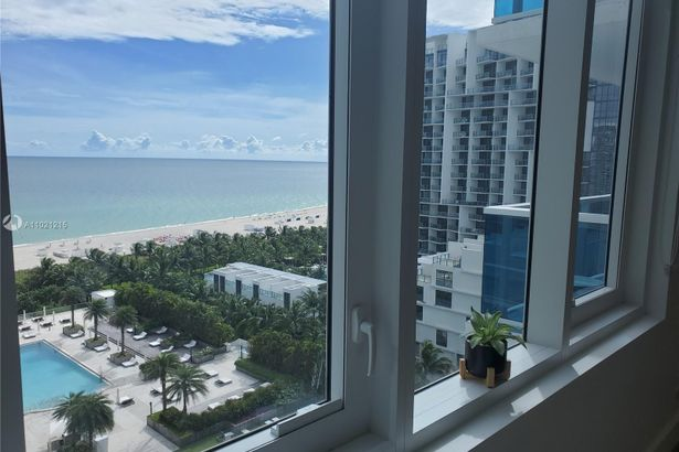 2301 Collins Ave #1242
