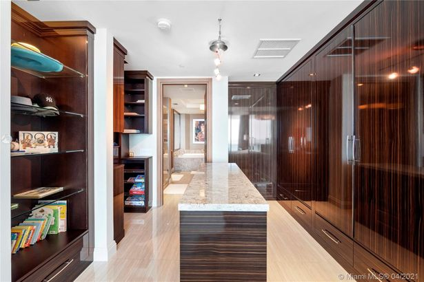 10295 Collins Ave #2305