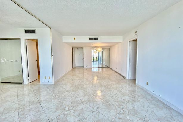 20301 W Country Club Dr #722