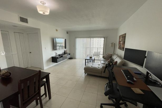 4242 NW 2nd St #1206