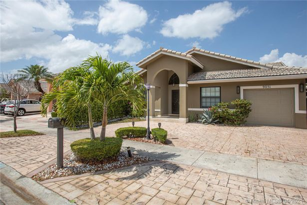 9051 NW 150th Ter