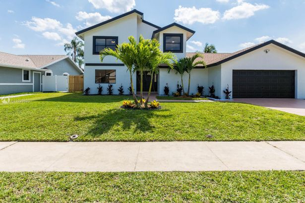 7064 NW 49th St