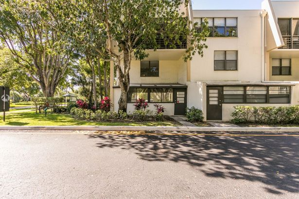 20300 W Country Club Dr #114-3