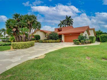 586 Pine Lake Dr, Delray Beach, FL, 33445,