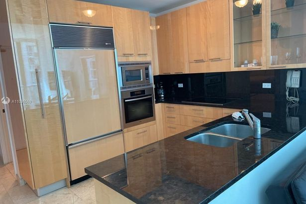 6799 Collins Ave #310