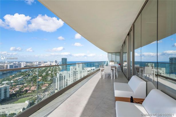 18975 Collins Ave #4005