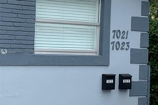 7021 SW 22nd St
