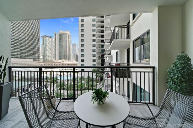 999 SW 1st Ave #1516