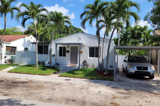 737 NW 41st St