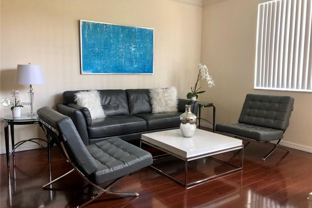 9172 Collins Ave #13