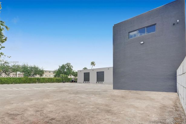 2200 NW 23rd St