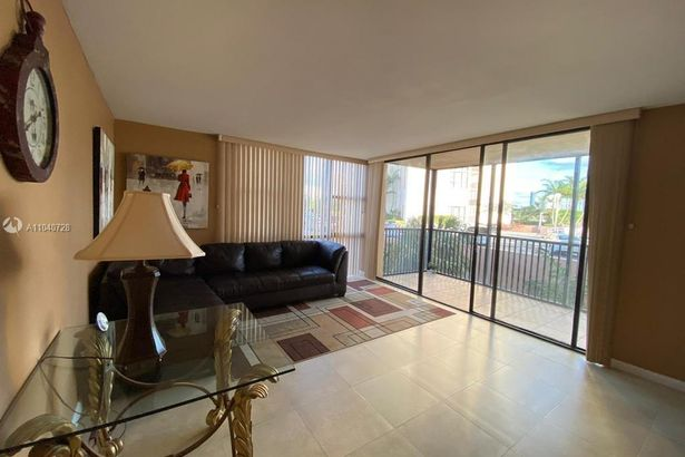 20301 W Country Club Dr #323