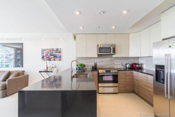 100 Bayview Dr #523