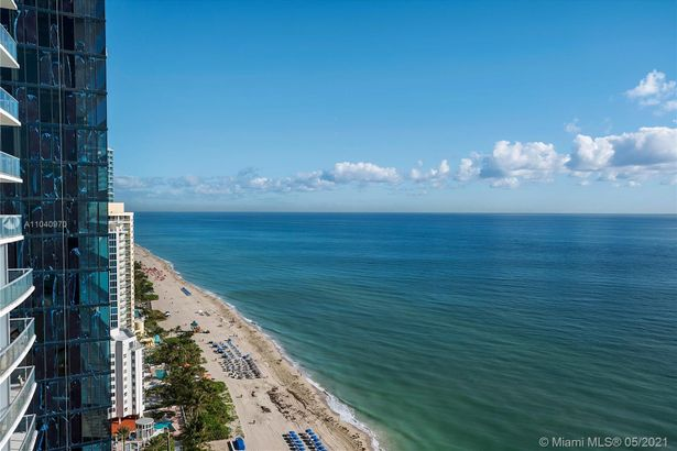 17121 Collins Ave #2703