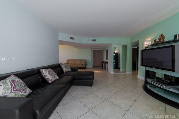 16425 Collins Ave #318