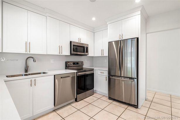 380 Ridgewood Rd