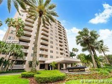 90 Edgewater Dr #901, Coral Gables, FL, 33133,