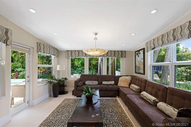 4301 Royal Palm Ave