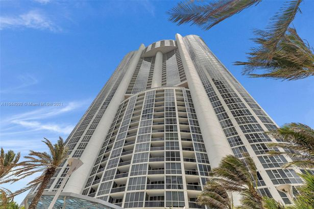 18201 Collins Ave #1006