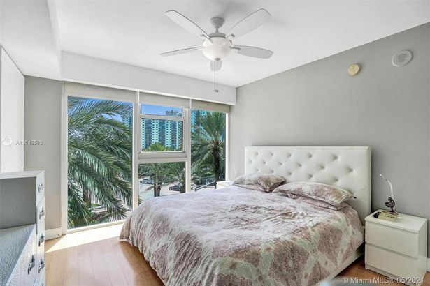 19333 Collins Ave #504