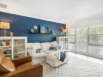 35 Edgewater Dr #204, Coral Gables, FL, 33133,