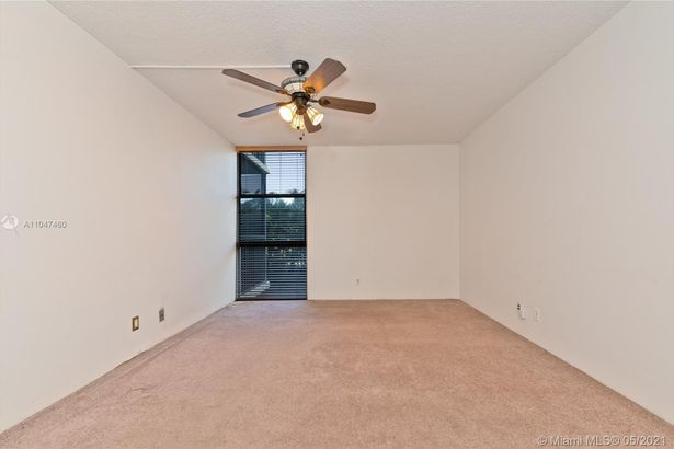 20335 W Country Club Dr #107