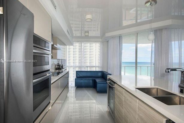 16485 Collins Ave #1936