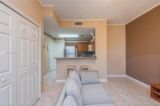 11539 NW 60th Ter #301
