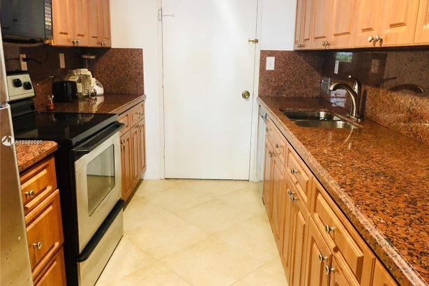 5401 Collins Ave #1031