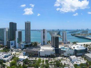 Swimming Pool, 1600 NE 1st Ave #3302, Miami, FL, 33132,