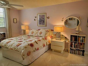 3110 Holiday Springs Blvd #206, Margate, FL, 33063,