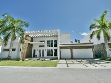 8236 NW 33rd Ter, Doral, FL, 33122,
