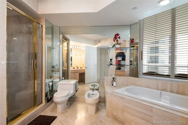 18671 Collins Ave #804