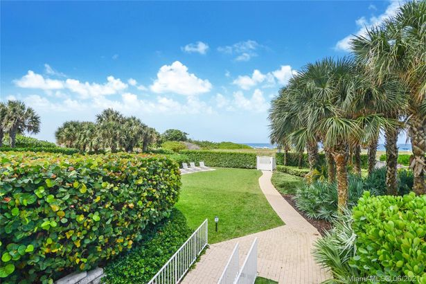 9499 Collins Ave #304
