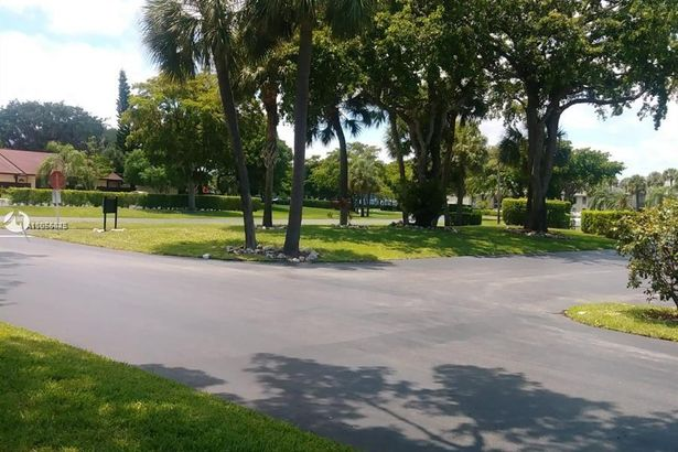 1103 Green Pine Blvd #D2
