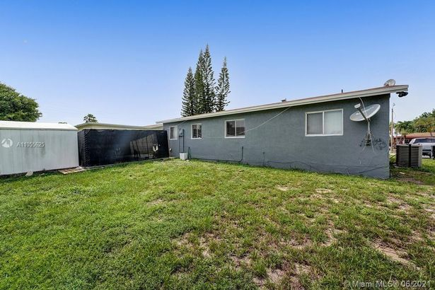 2670 NW 24th Ct