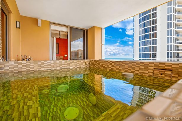17749 Collins Ave #802