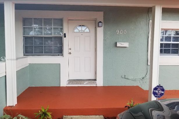 900 NW 13th St