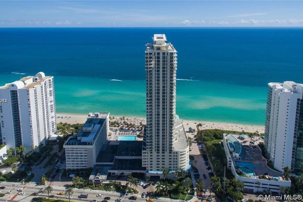 16699 Collins Ave #2808