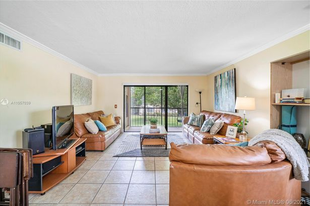 369 Lakeview Dr #206
