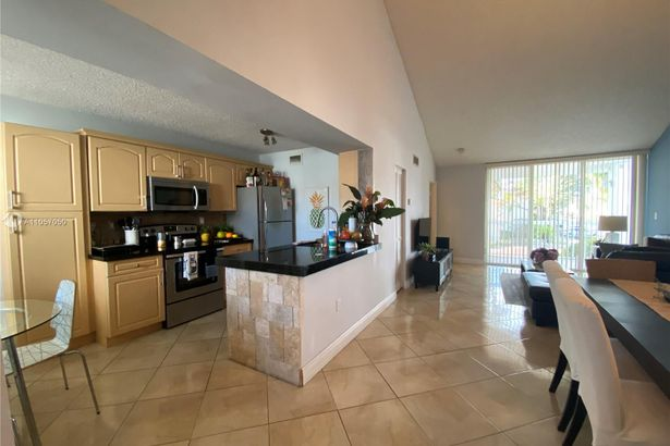 9751 NW 46th Ter #113