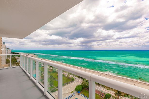 2457 Collins Ave #1603