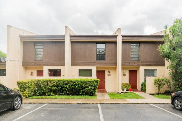 1121 NW 99th Ter #34